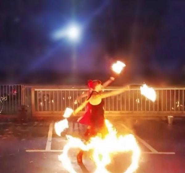 Rosenthal Outletcenter Selb Feuershow Firesmile zum Wintermarkt